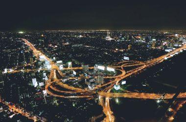 vista nocturna de una ciudad