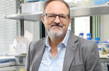 Guillermo López Lluch en un laboratorio del CABD