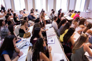 Estudiantes durante una clase en el campus UPO