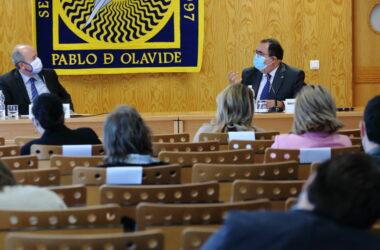 Juan Carlos Campo y Vicente Guzmán tras la conferencia del ministro 'Justicia 2030'
