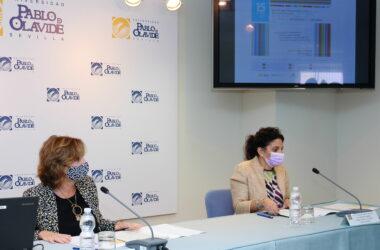 Elodia Hernández y Mª del Carmen Cardosa durante la presentación en el Rectorado