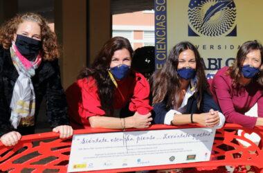 Presentación de la campaña 'El Banco Rojo'. desde la izquierda: Malena Rubistein, Beatriz Macías, Isabel Serrato y Rosa María Jiménez