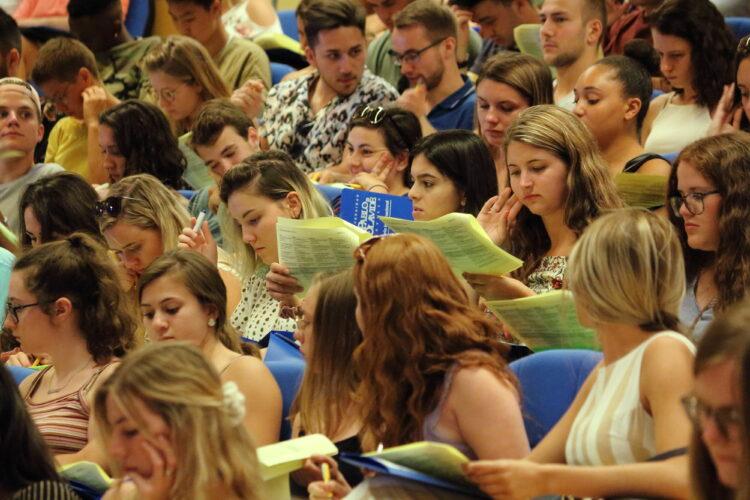 Imagen https://www.upo.es/diario/wp-content/uploads/2020/11/Bienvenida-Estudiantes-INTL-2019-750x500.jpg