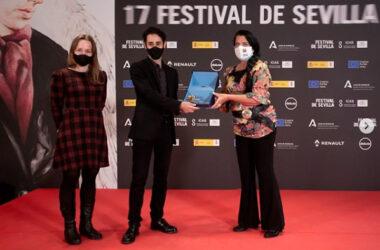 Sándor M. Salas recibe el Premio Rosario Valpuesta de Pilar Rodríguez Reina