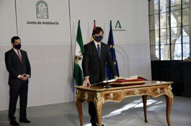 Francisco Oliva toma posesión como rector de la UPO en el Palacio de San Telmo