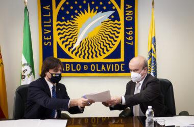 Francisco Oliva y Mariano Jabonero durante la firma del convenio