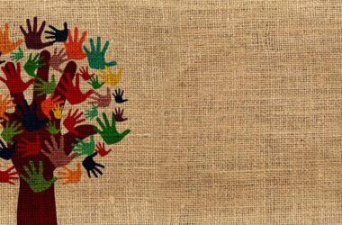 ilustración: árbol cuyas hojas son manos