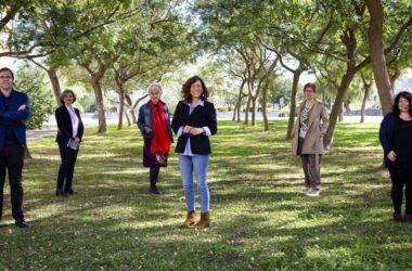 De derecha a izquierda: Juan Miguel Gómez Espino, Rosa Varela Garay, Antonia Corona Aguilar, Rosa María Díaz, Teresa Terrón y Laura Lara, en el campus de la UPO