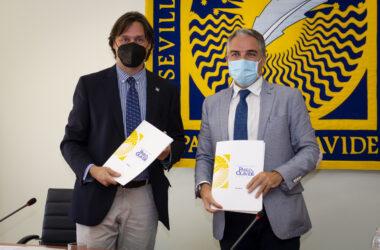 Francisco Oliva y Elías Bendodo tras la firma del convenio