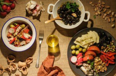 platos con comida de origen vegetal
