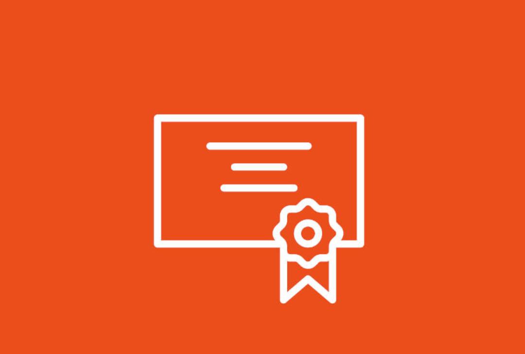 Imagen icono de un diploma sobre fondo naranja