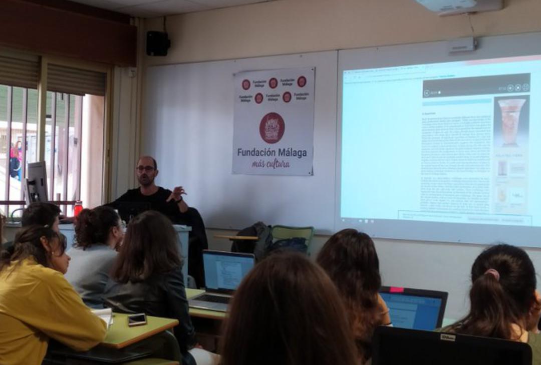 Sergio presenta su ponencia en la Universidad de Malaga