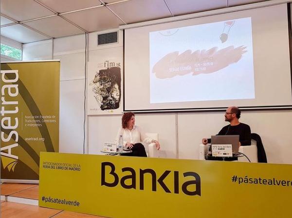 Foto de Sergio España en la charla sobre traducción de comics
