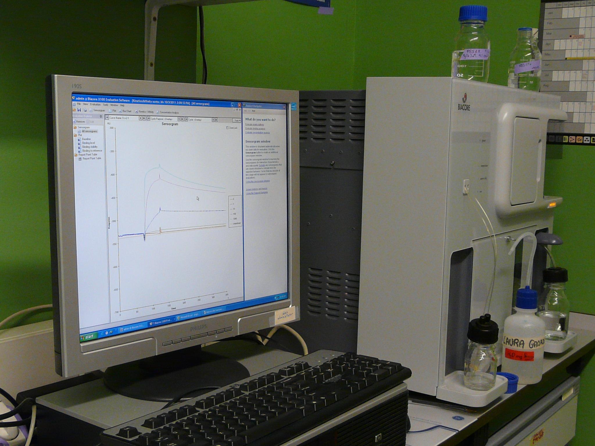 Equipo Biacore X100 para análisis de interacciones moleculares